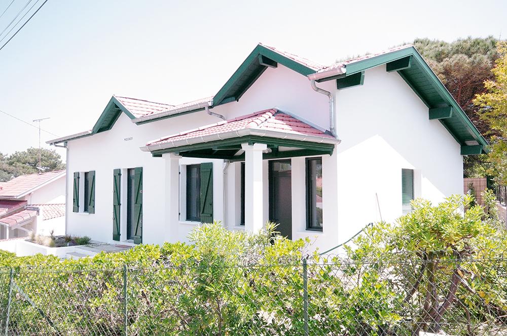 Réhabilitation d'une maison basco-landaise à Capbreton. Architecture traditionnelle et contemporaine.