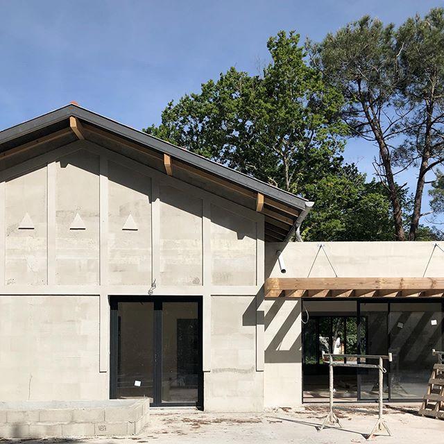 Projet de construction d'une maison individuelle. Bientôt les finitions extérieures